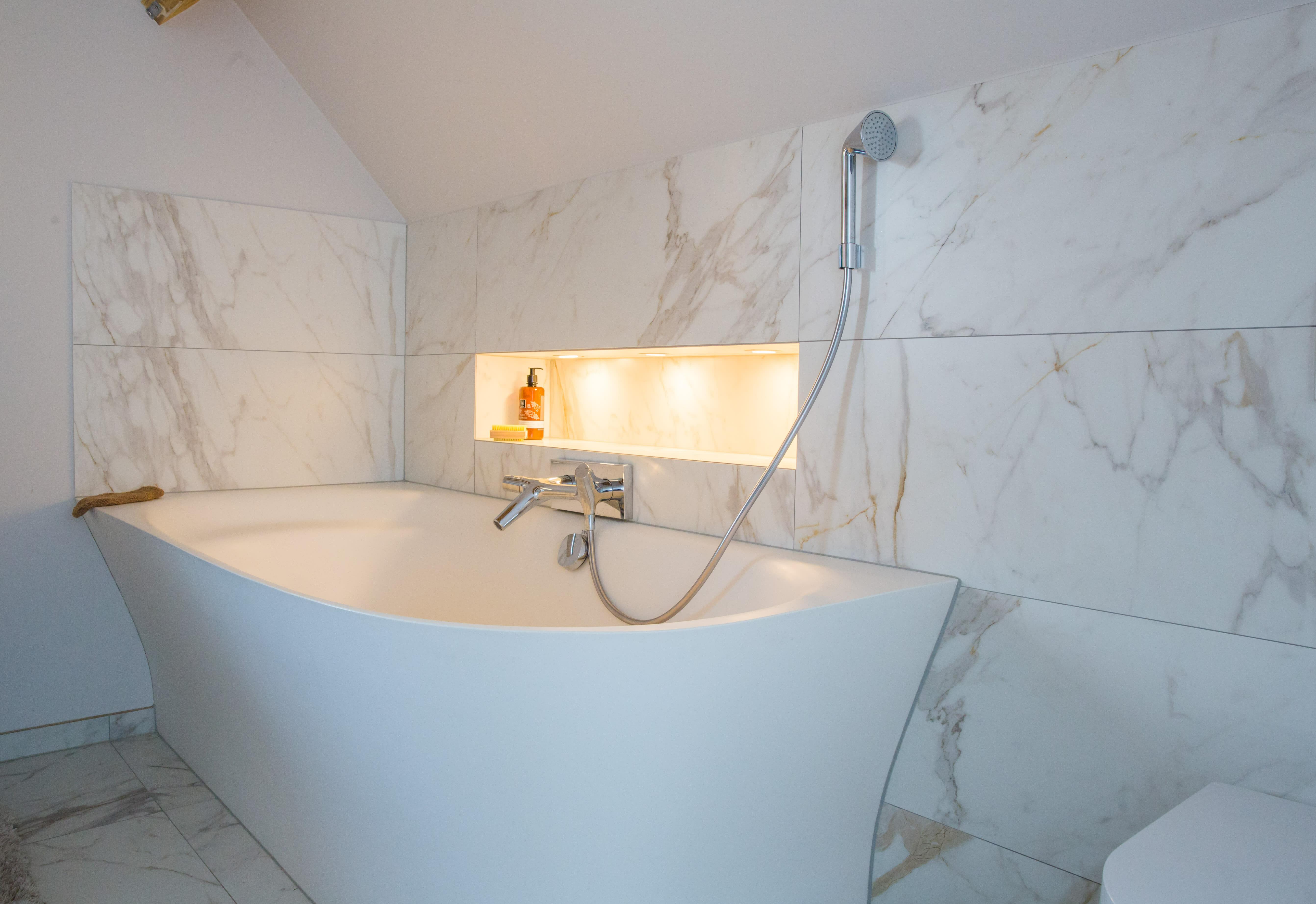 Badkamer Renovatie In Marmer Tegels Delaere