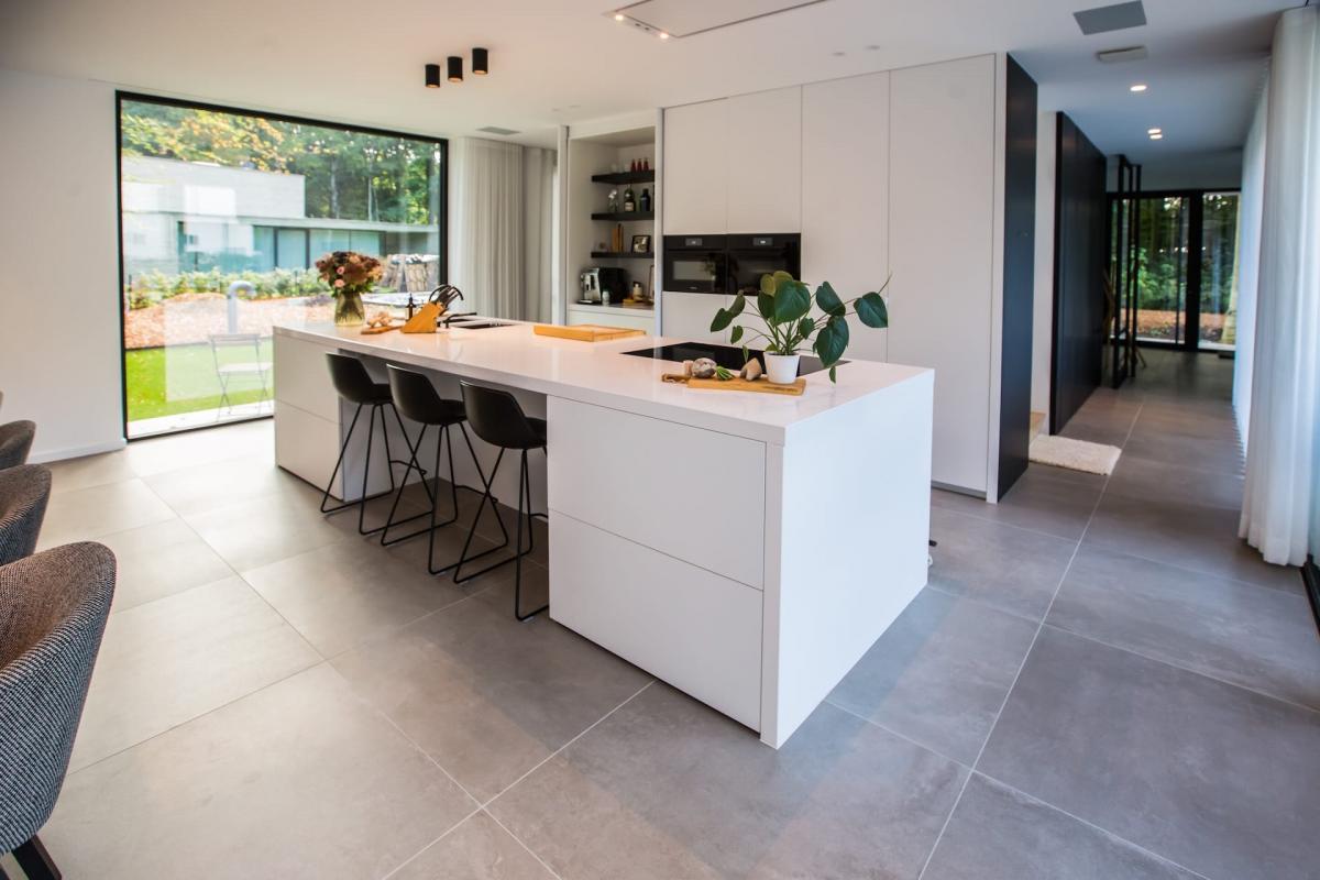 Nieuwbouw keuken keramische vloeren tegels 90x90 cm tegelsdelaere middelkerke