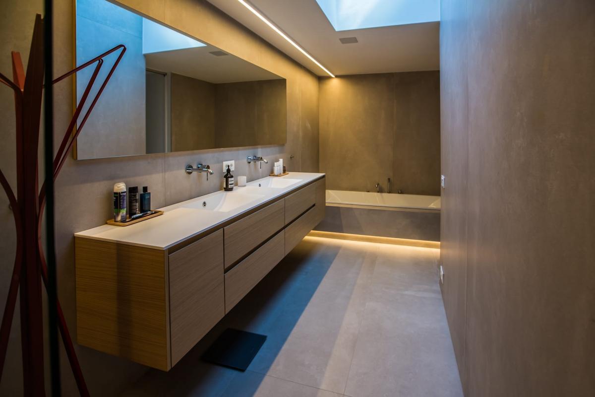 Badkamer keramische wandplaten 120 x 240 cm door tegels delaere