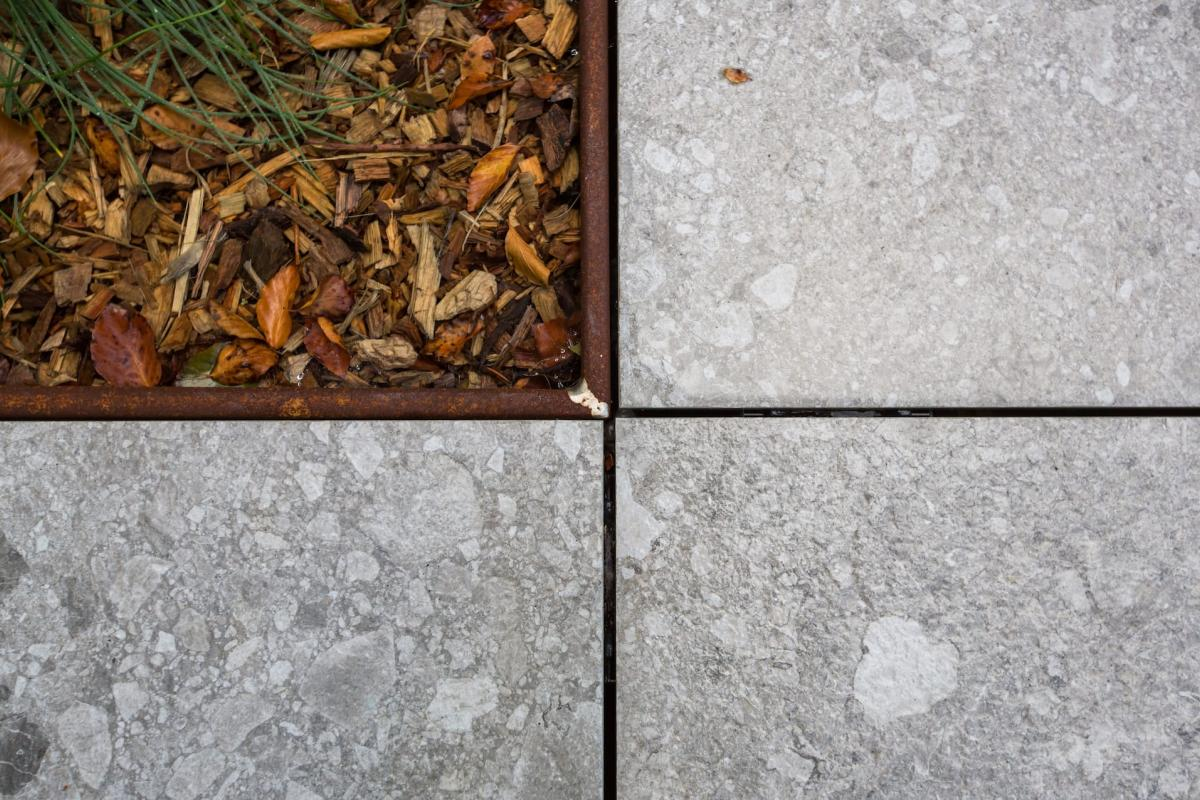 Tegels Delaere terrastegels 90x90x2 cm op tegeldragers